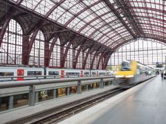 Trein vertrekt in Station Antwerpen