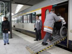 assistentie om met een rolstoel in de trein te geraken